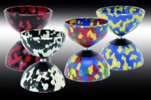 Harlekin Medium, aus weichem bunt marmorierten Gummi , daher sehr haltbar, auch für Fortgeschrittene gut geeignet, 10,5 cm Durchm., 250g, incl. Handstäbe und Schnur 18,-€