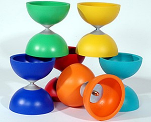 Diabolo Jazz von Henry, Farben: blau, rot, orange, gelb, grün, türkis, weiß, schwarz,lila, nachtleuchtend, 255g, inkl. Stäbe und Schnur € 29,-
